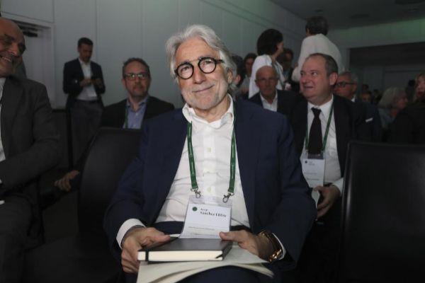 El presidente de Foment del Traball, Josep Sánchez Llibre, en una de las sesiones de debate de la reunión del Circulo de Economía, en Sitges.