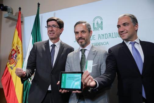 El vicepresidente de la Junta, Juan Marín, el consejero de Hacienda, Juan Bravo, y el consejero portavoz, Elías Bendodo.
