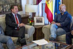Emiliano García-Page junto a José García Molina (dcha.), vicepresidente de Castilla-La Mancha y, hasta esta semana, líder de Podemos en esta región.