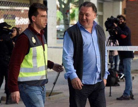 Un manuscrito prueba operaciones por 125.000 ¤ entre el presidente del Huesca y los cabecillas de la trama de amaños