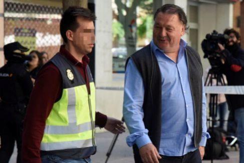 Un manuscrito prueba operaciones por 125.000 ¤ entre el presidente del Huesca y los cabecillas de la trama