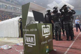 Un VAR que no funciona en el escándalo de la Champions de África