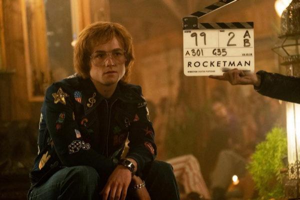 """MIA44. LOS ÁNGELES (CA, EEUU).- Fotograma cedido por Paramount Pictures donde aparece el actor Taron Egerton en su papel de <HIT>Elton</HIT> <HIT>John</HIT>, durante el rodaje de la película """"Rocketman"""". /Paramount Pictures/SOLO USO EDITORIAL/NO VENTAS"""
