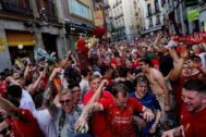 Hinchas del Liverpool, el viernes en las calles de Madrid.