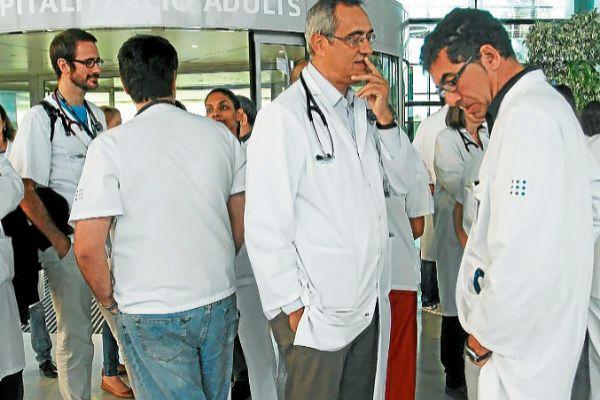 Protesta de médicos en Son Espases.