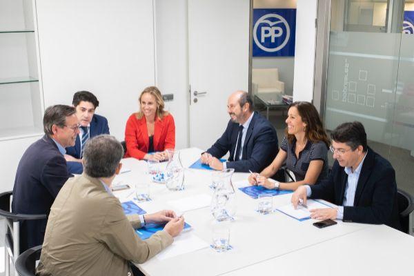 El equipo de negociación de Isabel Díaz Ayuso.
