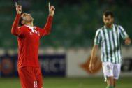 Reyes festeja un gol al Betis en Europa League en 2014.