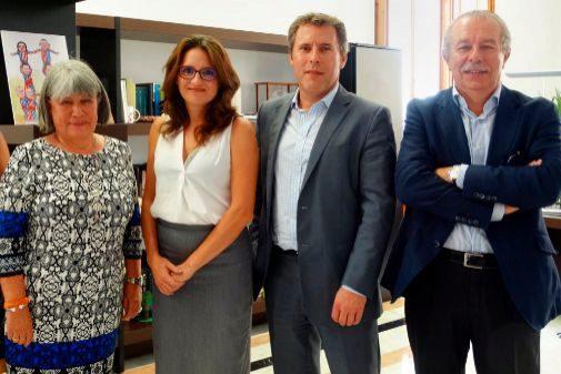 Ana García de La Saleta, la vicepresidenta, Mónica Oltra, el primer ejecutivo del grupo belga Armonea, Chris Cool, y Fernando Ruiz, también del grupo La Saleta.
