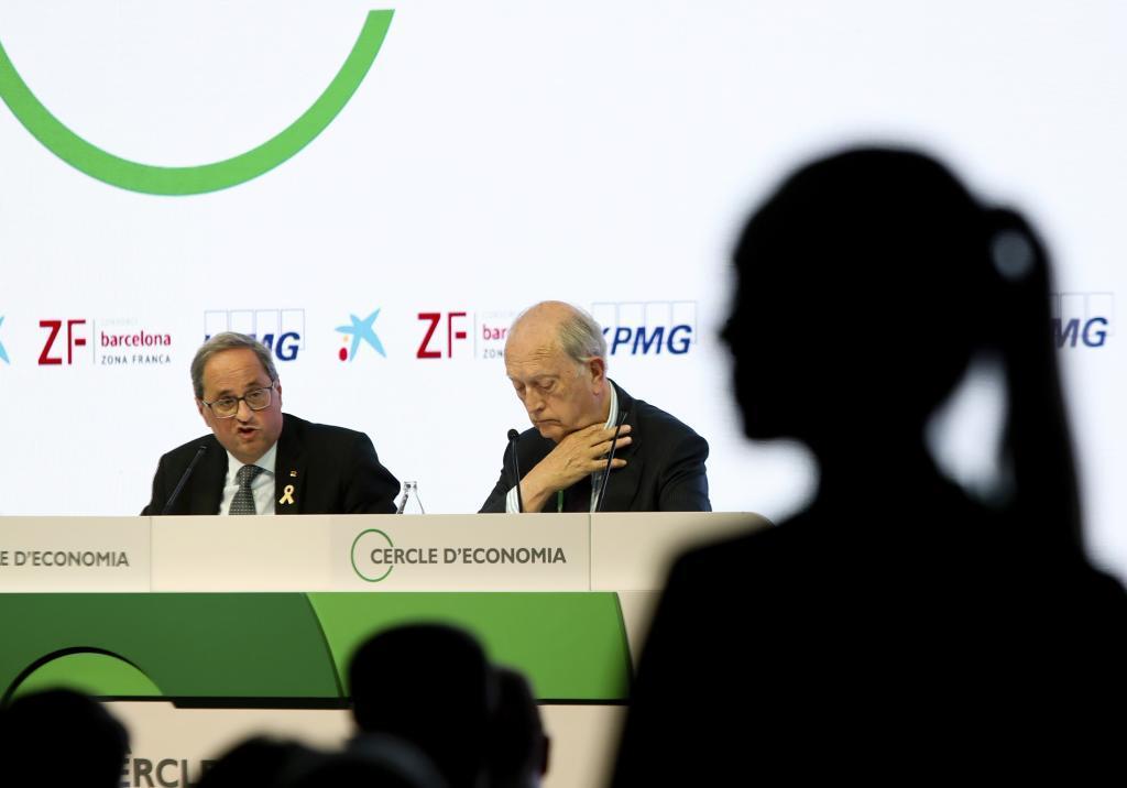 Quim Torra y el presidente del Cercle, Juan José Brugera durante la sesión inaugural de las jornadas. XXXV Reunión del Cercle d'Economia en la localidad catalana de Sitges.