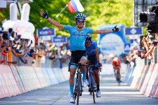 Pello Bilbao gana la última etapa de montaña y Carapaz, a un paso del triunfo final