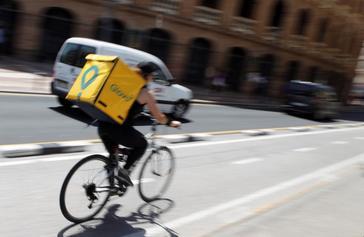 """Glovo, sobre el mercado negro de riders: """"Las medidas son insuficientes"""""""