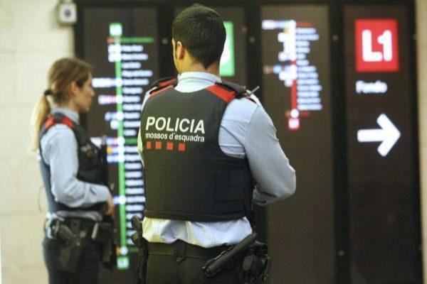 Dispositivo policial en el metro de Barcelona