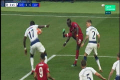Polémico penalti a favor del Liverpool a los 20 segundos de empezar el partido