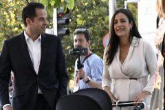Begoña Villacís llega a la sede de Ciudadanos el pasado domingo, con su hija Inés e Ignacio Aguado.