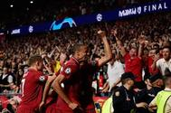 Los jugadores del Liverpool celebran el gol de Origi ante el Tottenham.