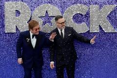 Elton John junto a su marido, David Furnish, en el estreno de su película.