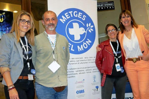 Mabel Lozano junto a parte del equipo de Médicos del Mundo Baleares.