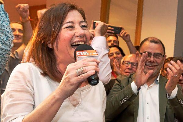 Francina Armengol el pasado domingo celebrando la victoria de su partido.