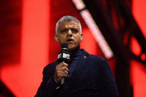 El alcalde de Londres Sadiq Khan durante una conferencia en Trafalgar Square.