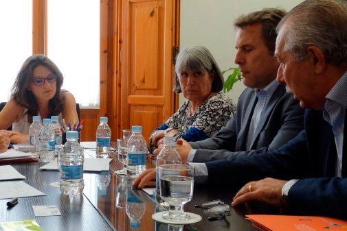 La vicepresidenta Monica Oltra con Ana García de La Saleta, el primer ejecutivo del grupo belga Armonea, Chris Cool, y Fernando Ruíz, también del grupo La Saleta.