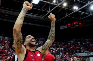GRAF2507. <HIT>ZARAGOZA</HIT>.- Nacho Martín, ala-pivot del Tecnyconta <HIT>Zaragoza</HIT>, muestra su alegría tras ganar el partido de playoffs contra el Kirolbet Baskonia, disputado hoy en el Pabellón Príncipe Felipe de <HIT>Zaragoza</HIT>.