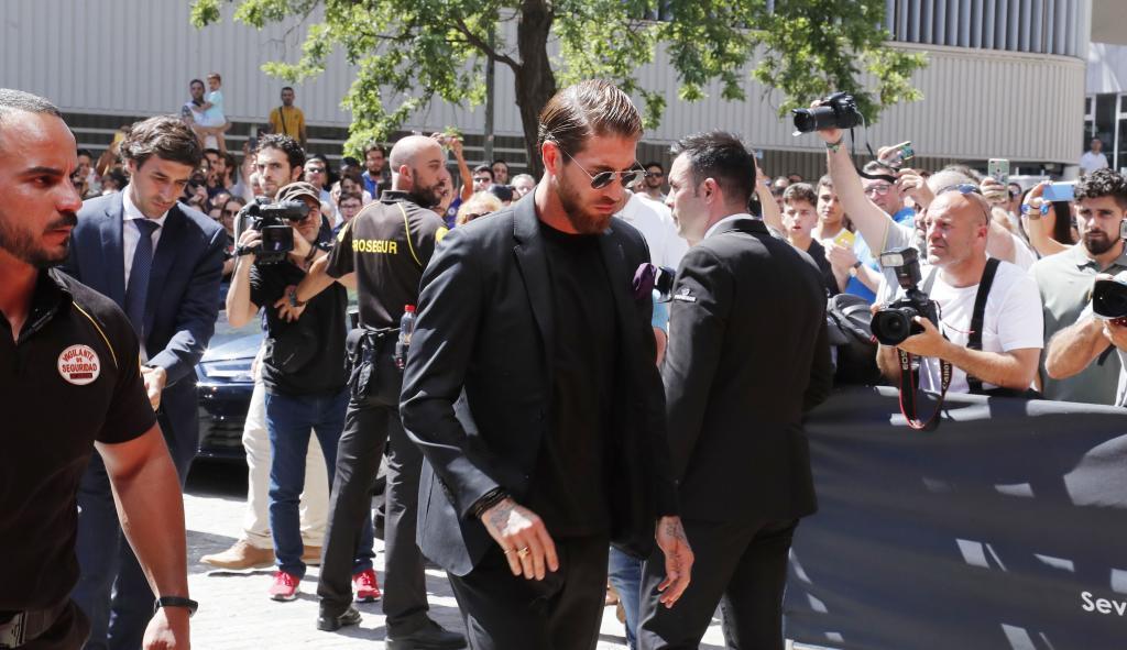 Sergio Ramos, a su llegada a la capilla ardiente.