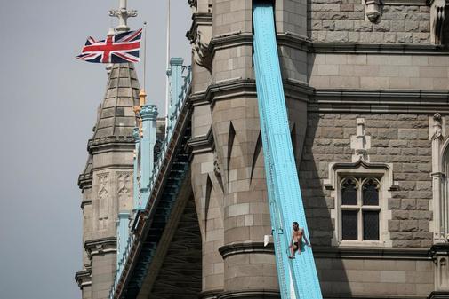 Una bomba de racimo sobre Londres