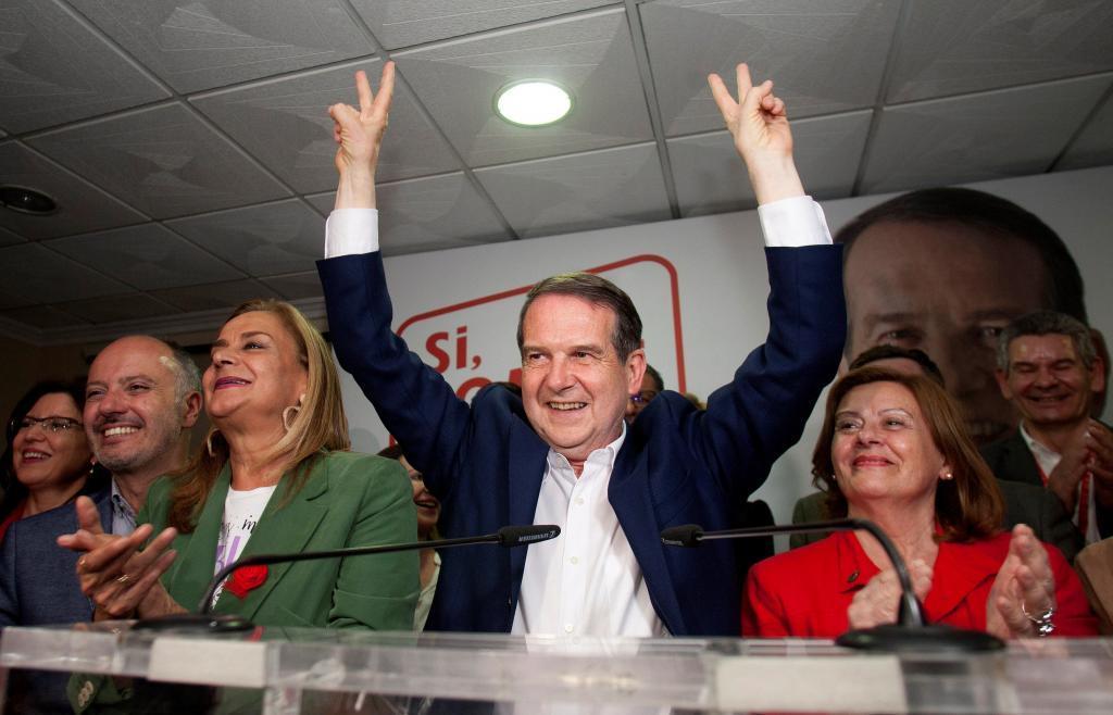 El alcalde de Vigo, Abel Caballero, celebra su resultado electoral.