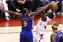 JGM87. Toronto (Canada), 02/06/2019.- Toronto Raptors forward Pascal Siakam (2-R) of Cameroon in action against Golden State Warriors guard Andre <HIT>Iguodala</HIT> (L) during the second half of the NBA Finals basketball game two between the Golden State Warriors and Toronto Raptors at Scotiabank Arena, in Toronto, Canada, 02 June 2019. (Baloncesto, Camerún) EPA/ SHUTTERSTOCK OUT