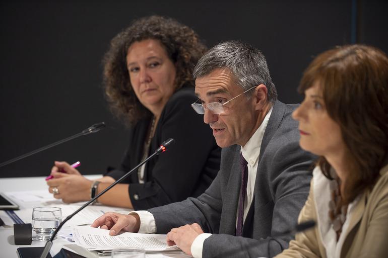 Hernando, Fernández y Amilibia en la presentación del programa.