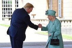"Trump llama ""completo perdedor"" al alcalde de Londres a su llegada"