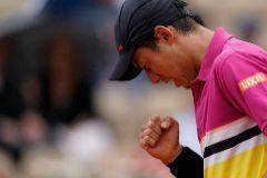Nishikori gana a Paire y jugará ante Nadal en cuartos