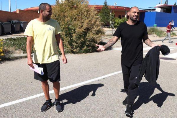 Los ex futbolistas Carlos Aranda (i) y Raúl Bravo.