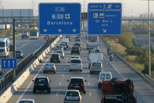 Atascos en la entrada a Barcelona en la zona de Sant Boi.