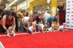 La tradicional carrera de bebés de Lituania