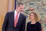 Felipe VI con la presidenta del Congreso Meritxell Batet, el pasado lunes.