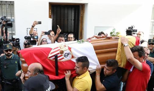 El féretro con los restos mortales de Reyes.