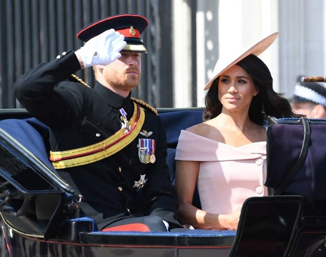 Meghan Markle y el príncipe Harry en el desfile Trooping the Colour de 2018.