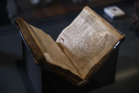 El códice del 'Mío Cid', en la Biblioteca Nacional.