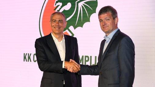 Emil Tedeschi y Toma Berlonik, presidentes de ambas entidades, sellando el acuerdo.
