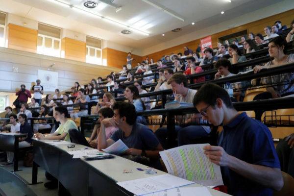 Aula de de la Universidad Complutense de Madrid durante la EvAU