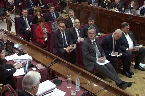Los acusados por el 1-O, en una sesión del juicio en el Tribunal...