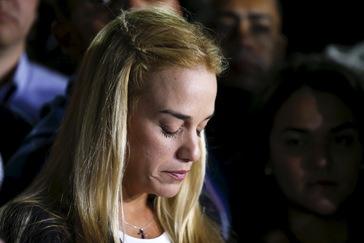 Lilian Tintori, esposa de Leopoldo López, llega a España con su hija