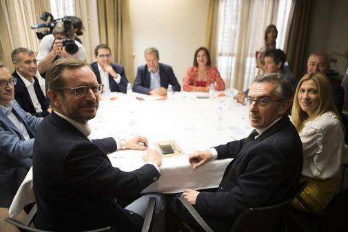 Reunión entre representantes de PPy Ciudadanos en Aragón
