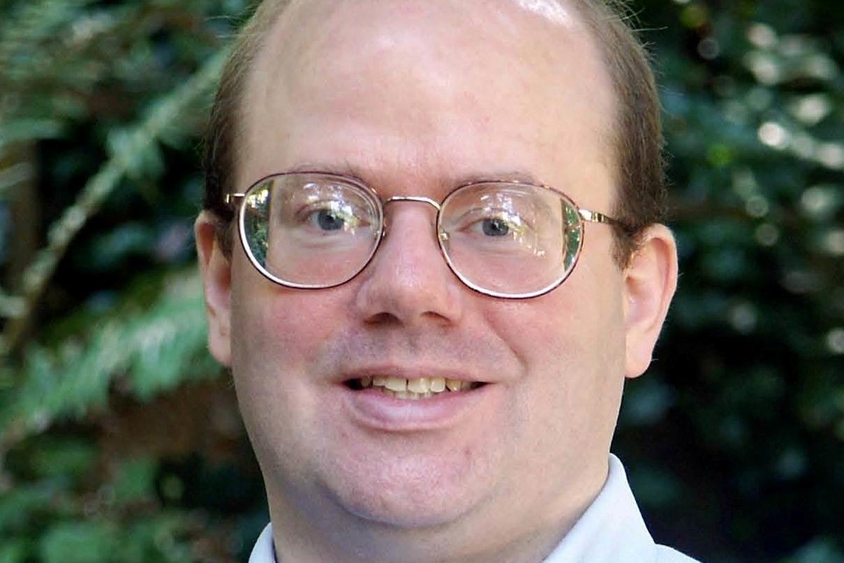 El cofundador de Wikipedia, harto de la manipulación,  recomienda no utilizarla