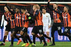 El Shakhtar celebra una victoria ante la Roma en la Champions 2018.