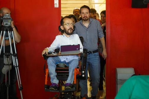 Pablo Iglesias y Pablo Echenique, en un acto de Podemos en Madrid