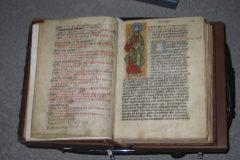 El manuscrito del siglo XII una vez recuperado por la Policía.