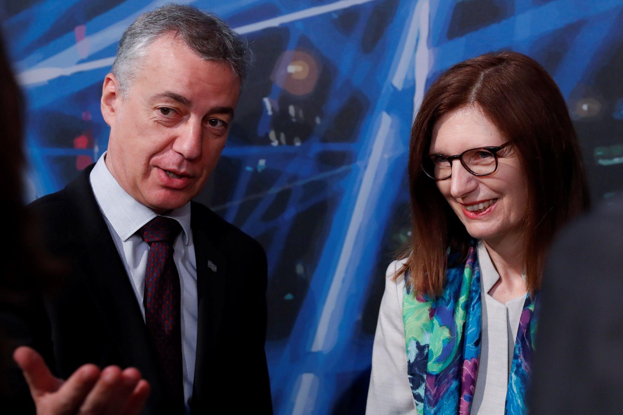 Urkullu conversa con la directora de Empleo y Asuntos Sociales de la CE, Manuela Geleng.