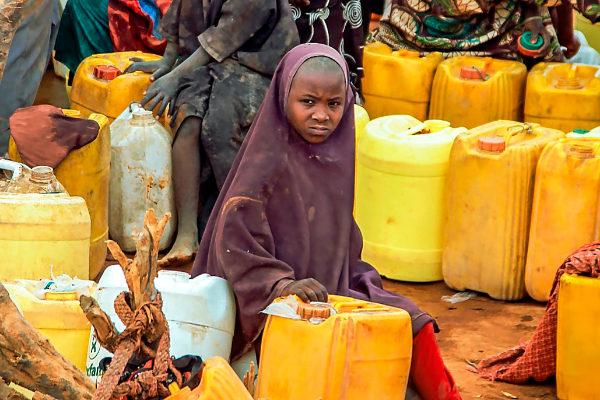 En 2015, sólo el 24% de la población subshariana tenía acceso al agua potable.